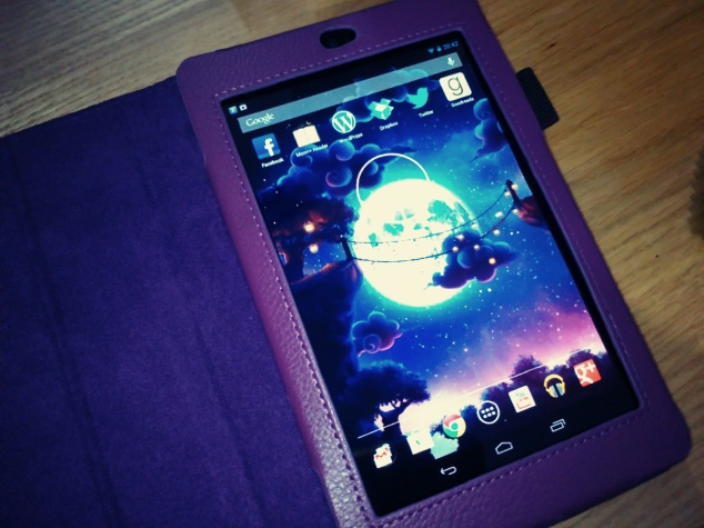 My darling tablet in all its purple glory!